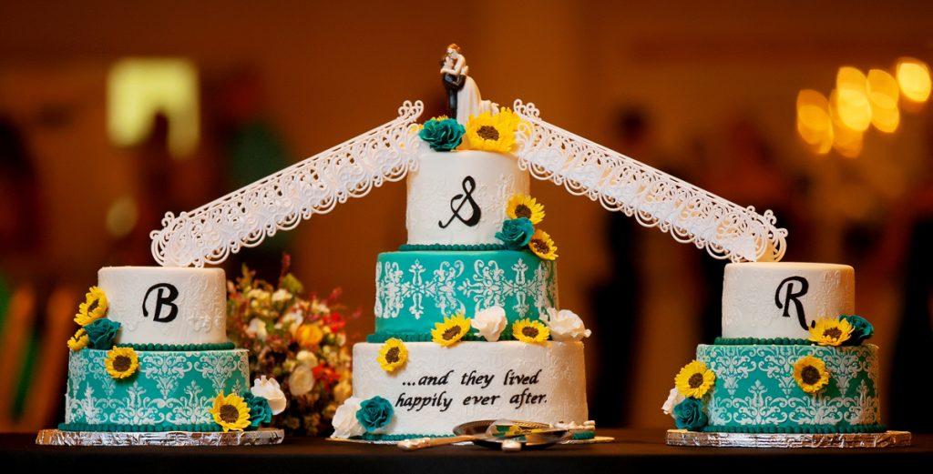 Traditional Classic Wedding Cakes w Bridges